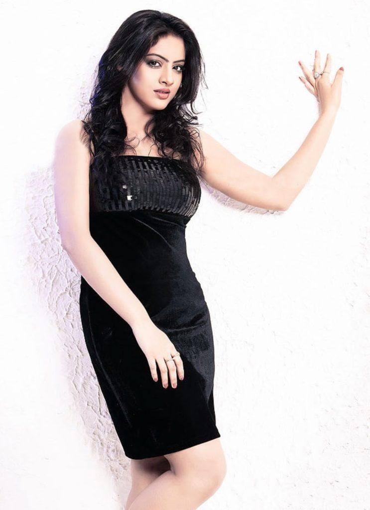 Deepika Singh Sexy Pose