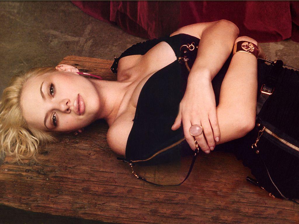 hollywood-actress-scarlett-johansson-hot-photoshots