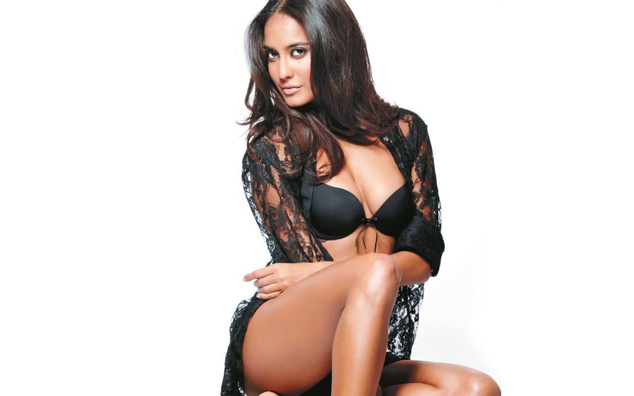 Hot Lisa Haydon Sexy Pose