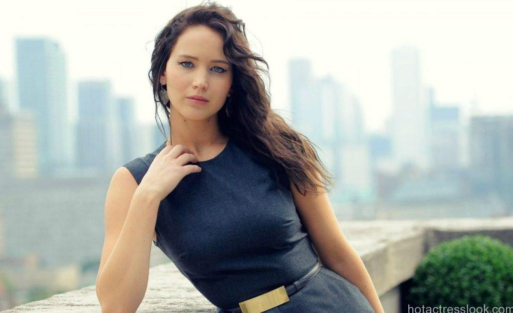 Jennifer Lawrence hot and sexy