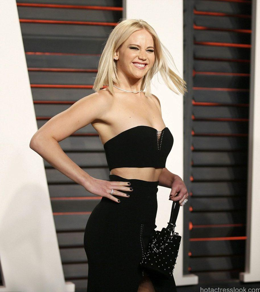 Jennifer Lawrence hot in bikini