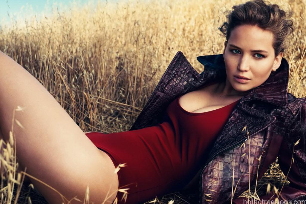 Jennifer Lawrence sexy in lingerie