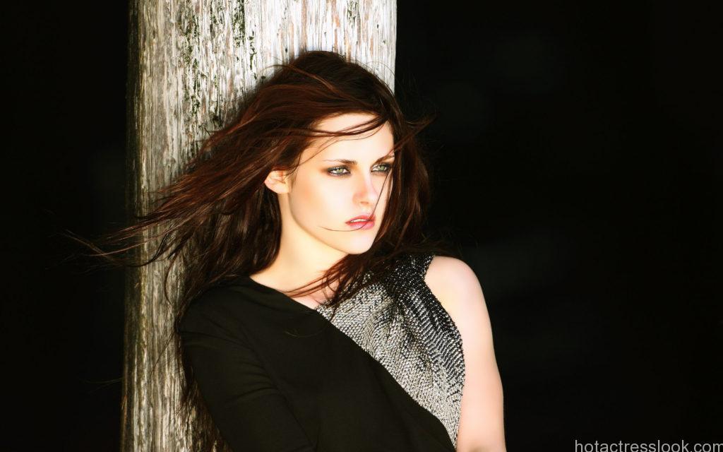 Kristen Stewart topless images