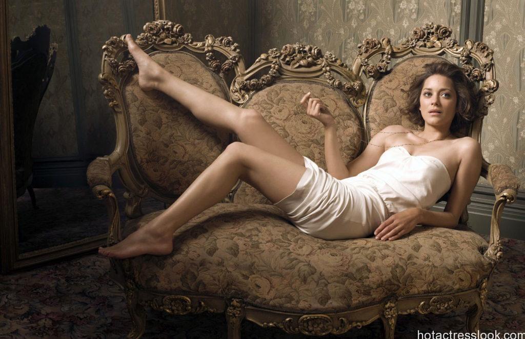 Marion Cotillard sexy bikini image