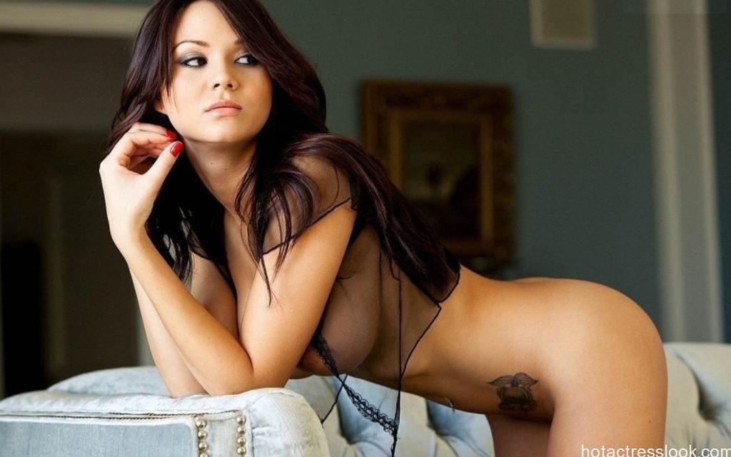 Mila Kunis sizzling hot