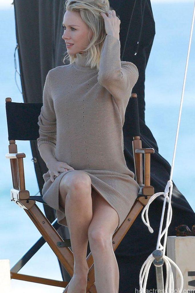 Naomi Watts Hot Pose