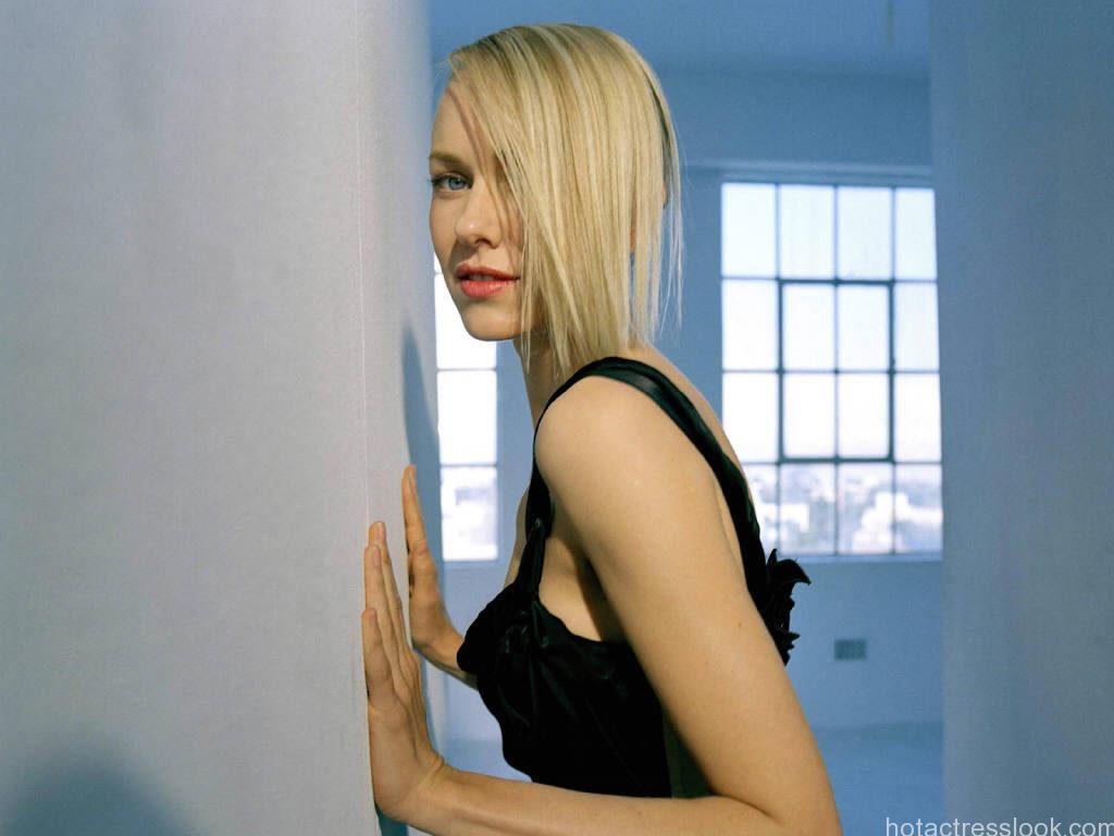 Naomi Watts Hot in bra panty