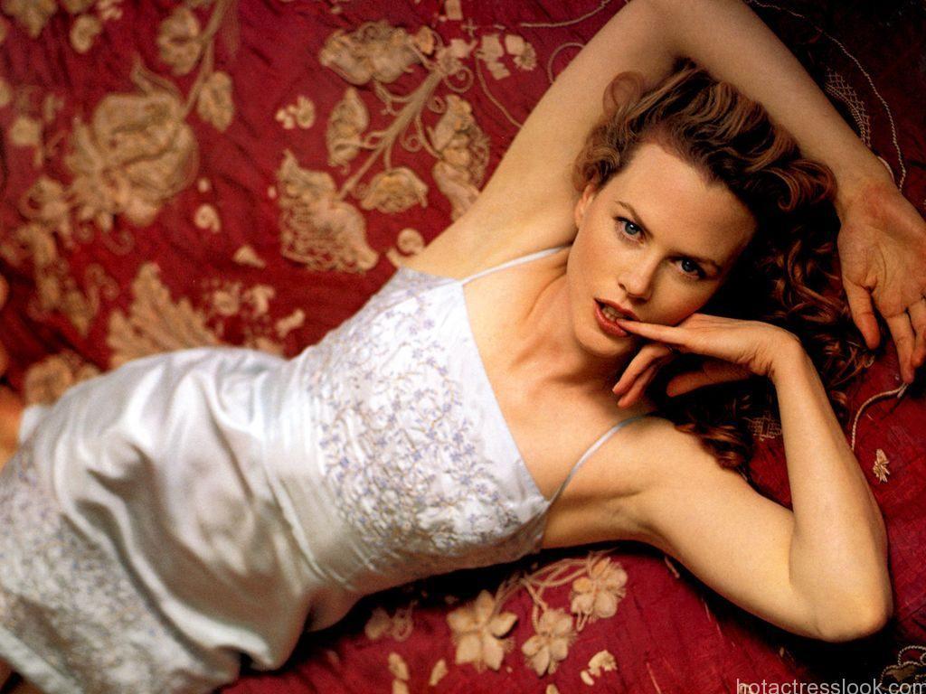 Nicole Kidman Sexy pose
