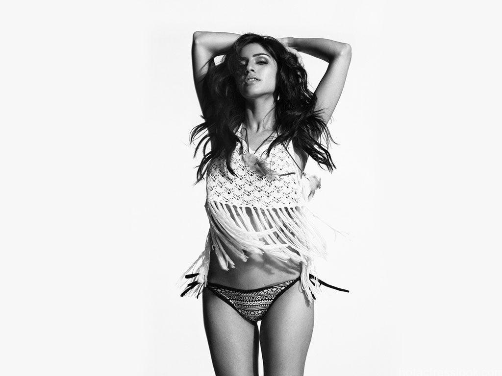 Sapna-Pabbi Sexy