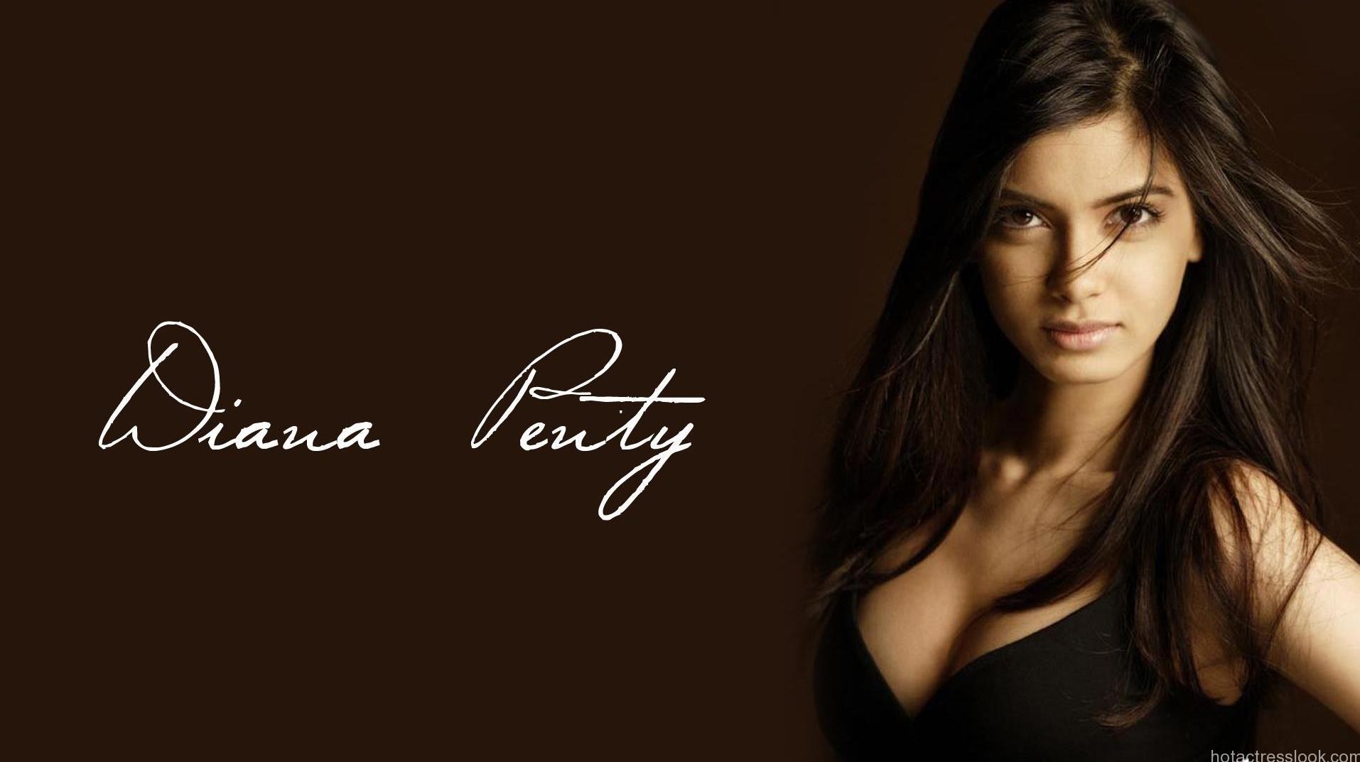 Sexy Diana Penty hot in bikini
