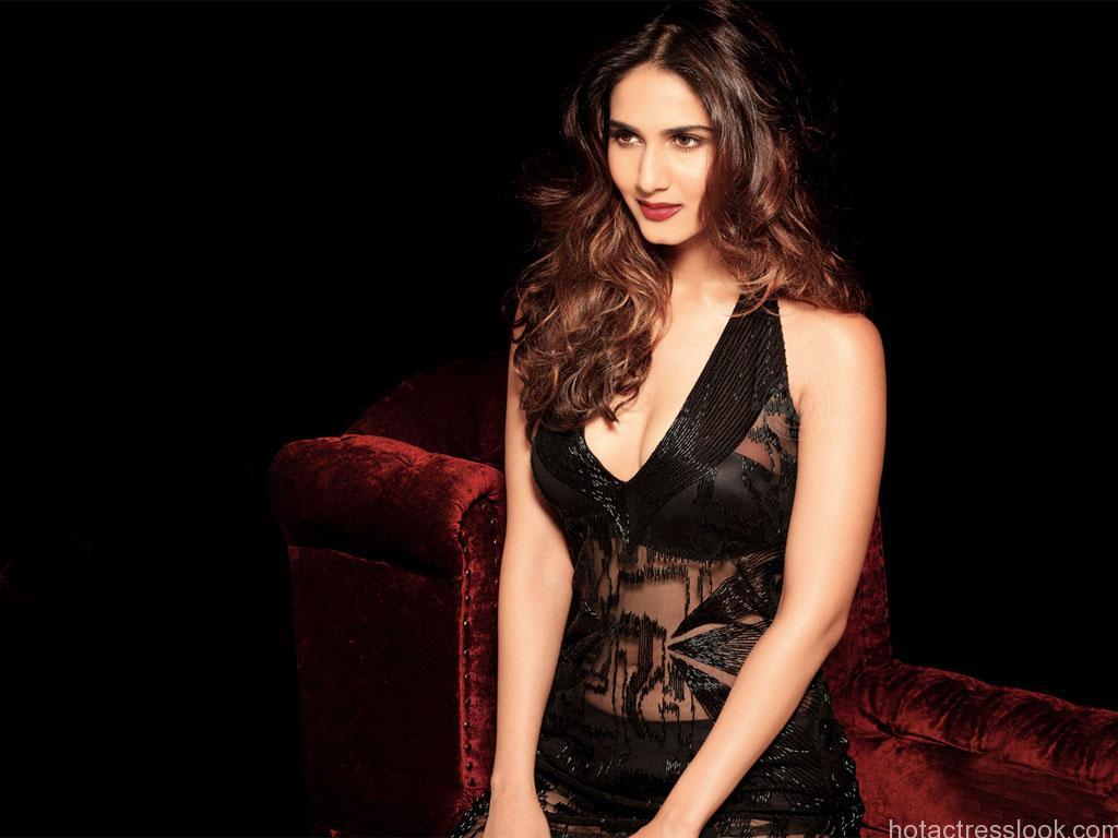 Vaani Kapoor looks hot in lingerie