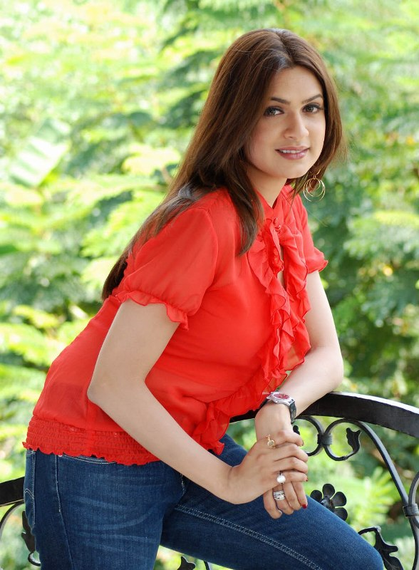 Aditi Agarwal hot in saree