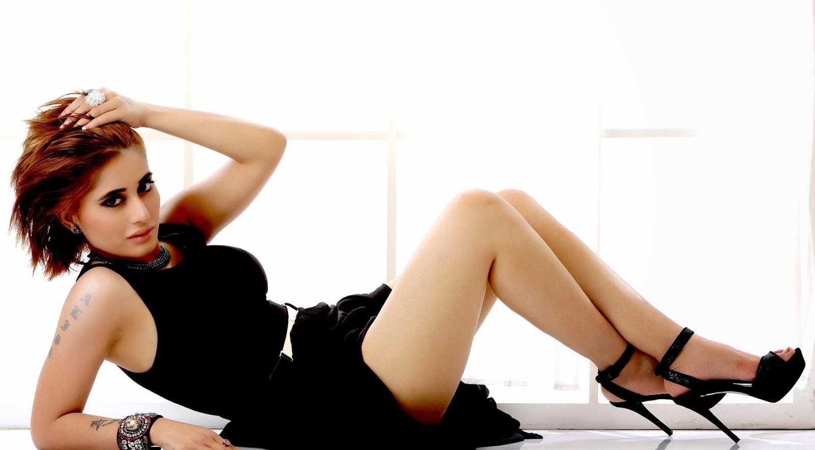 Alisa Khan sexy pics in lingerie