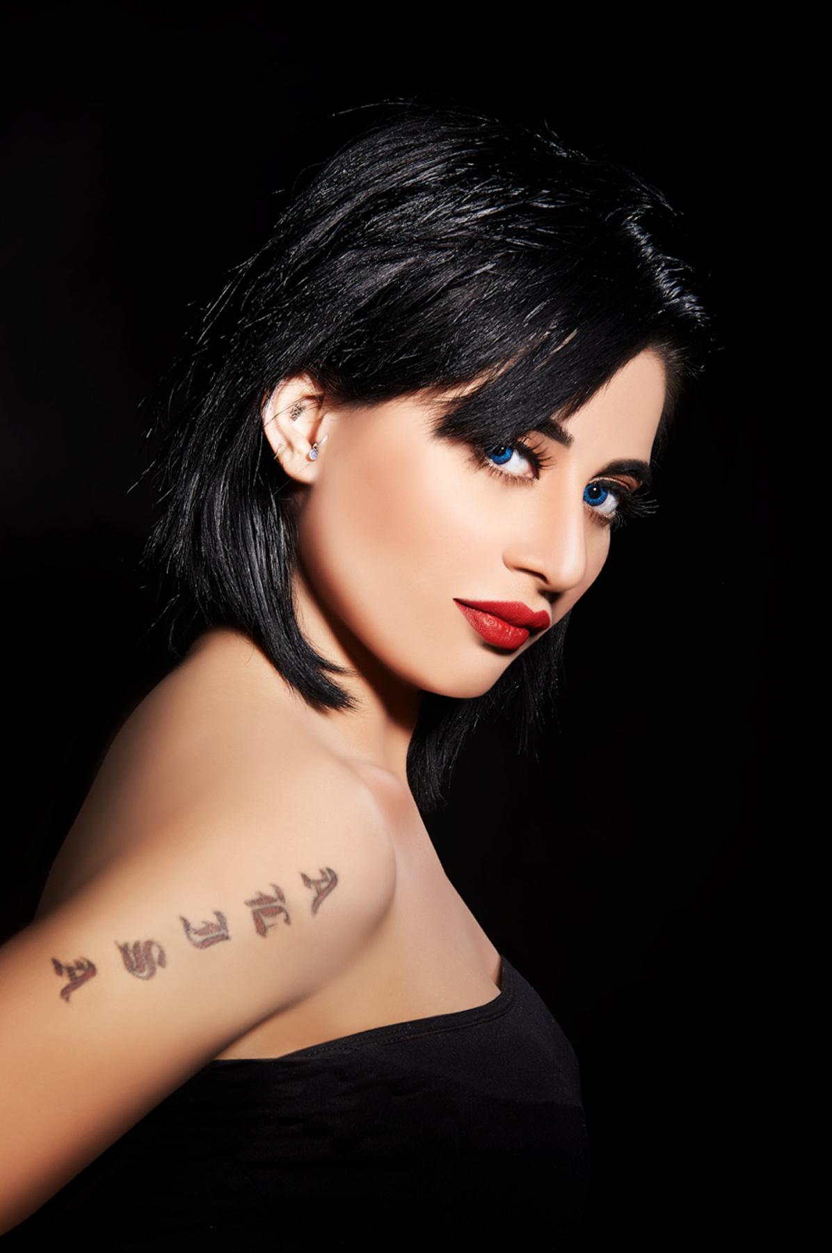 Alisa Khan sexy pics