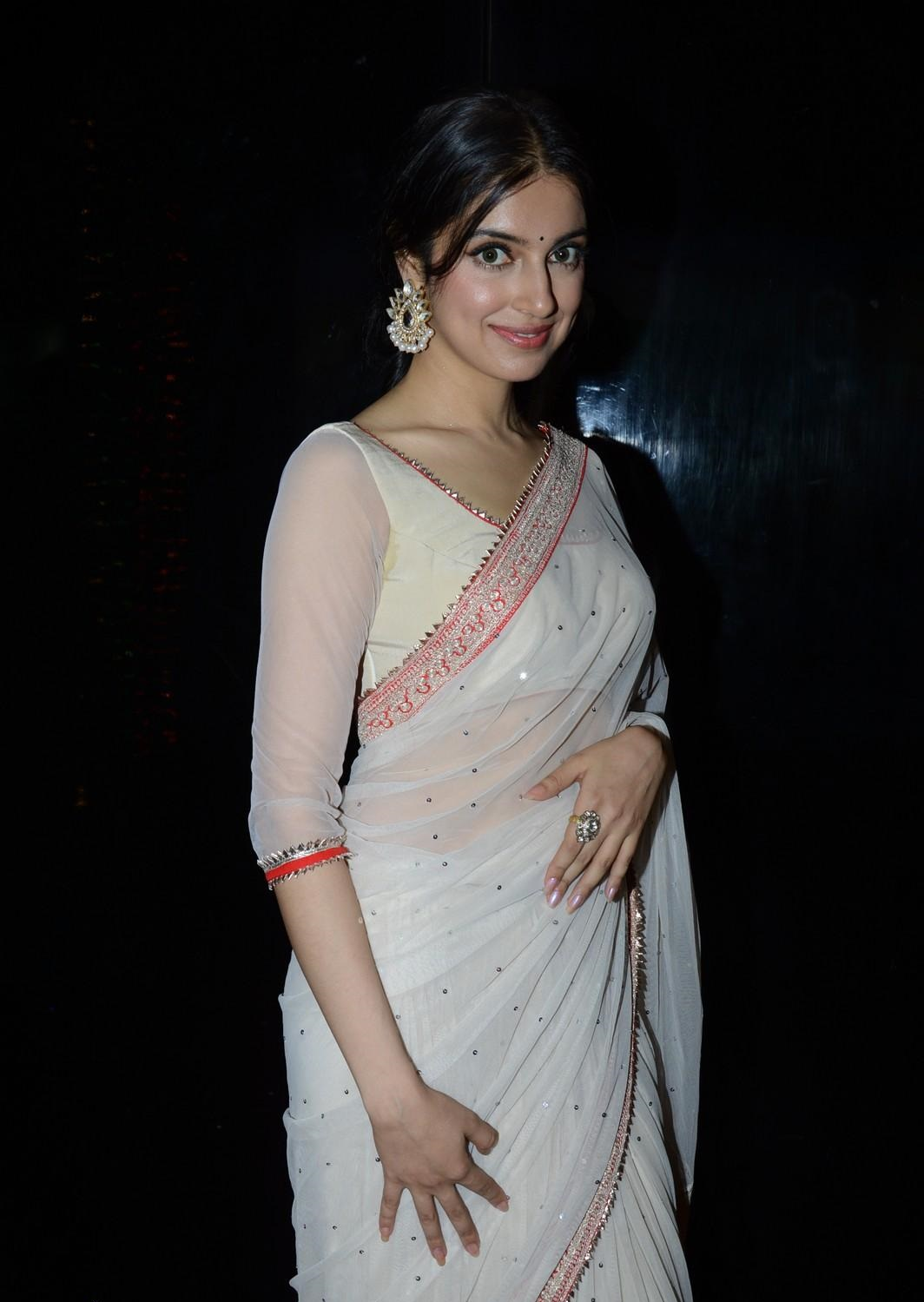 Divya Khosla Kumar sexy in saree