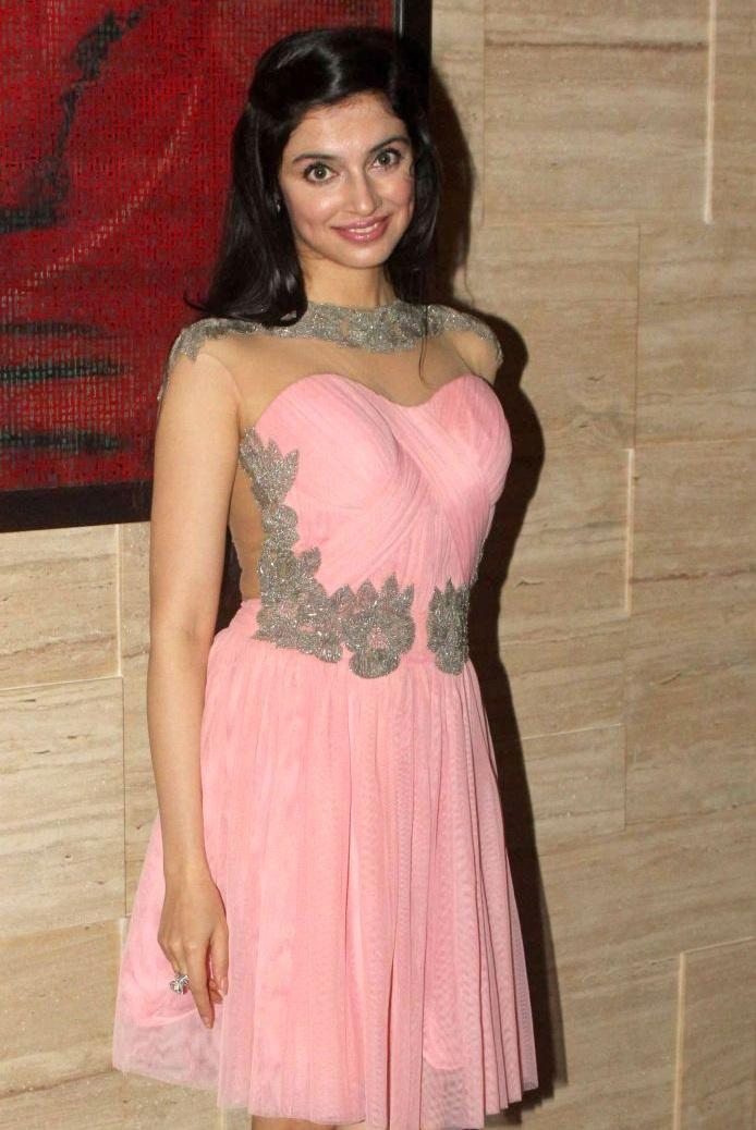 Divya Khosla Kumar sexy pics