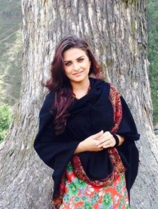 Himanshi Khurana hot and cute pics