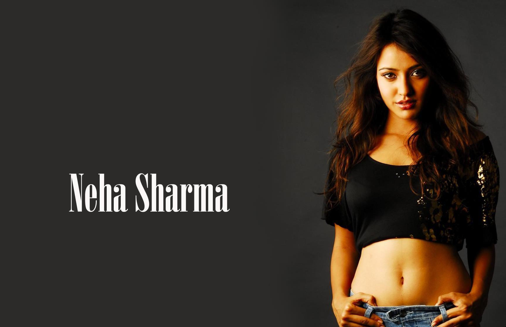 Hot-Neha-Sharma-Posing-in-Black