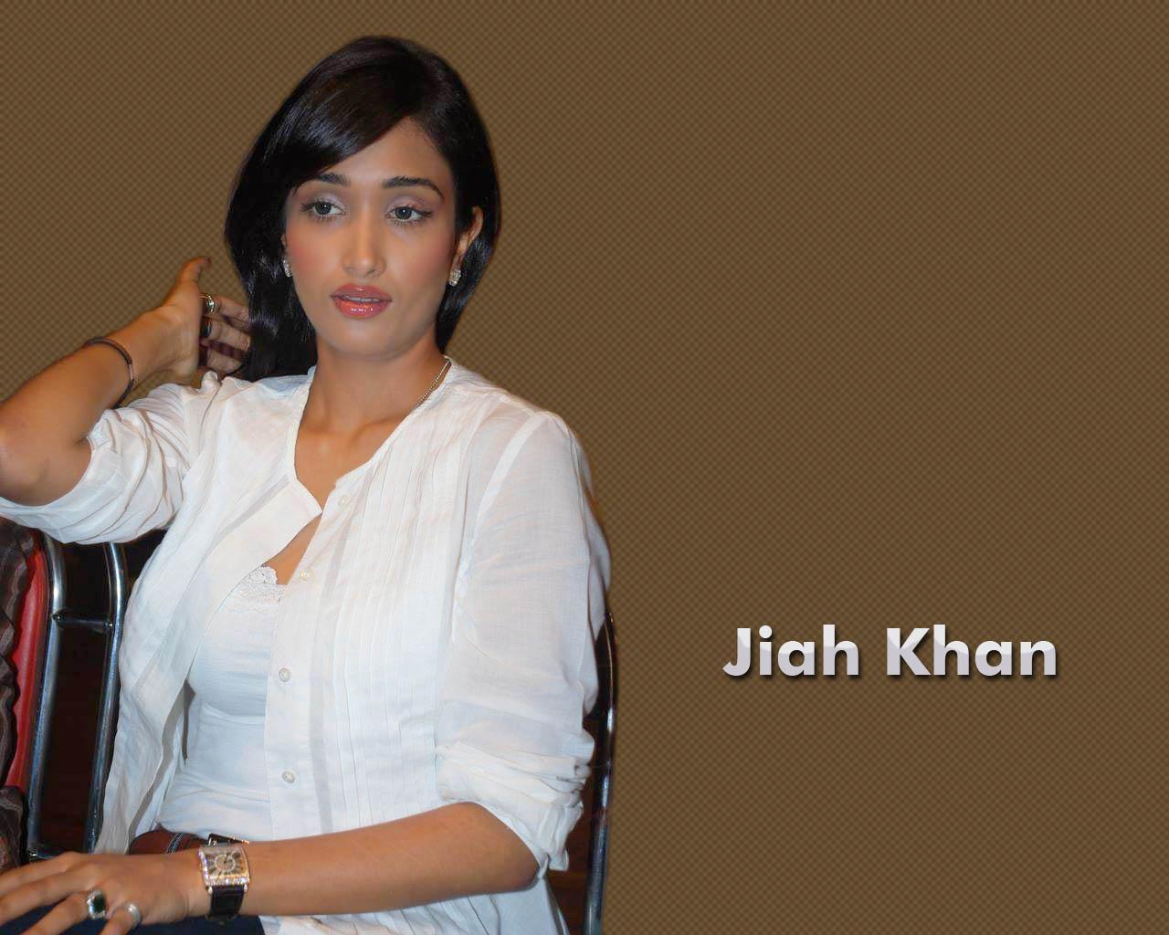 Jiah Khan Hot topless pics