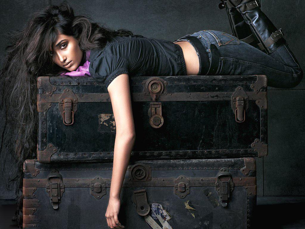 Jiah Khan sexy image