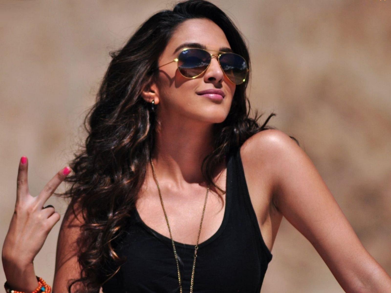 Kiara Advani sexy pics