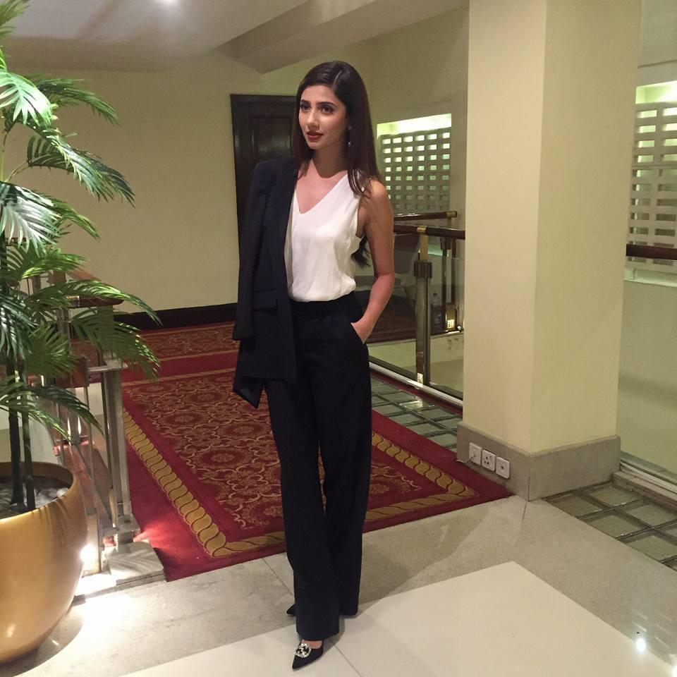 Mahira Khan hot images in bikini