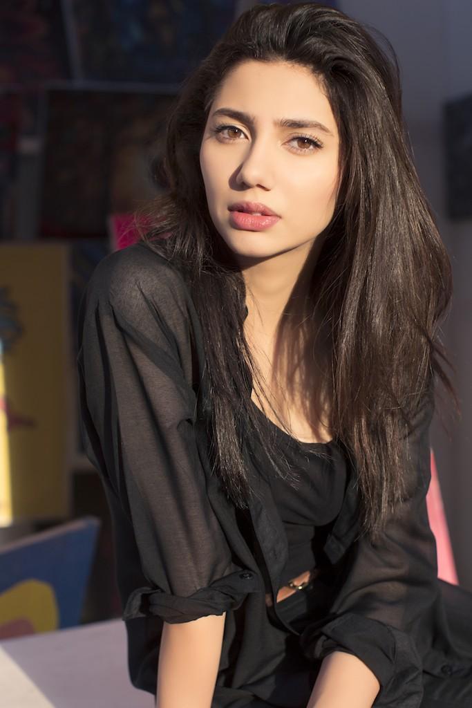 Mahira Khan hot photshoot in bikini