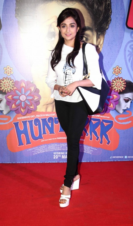 Monali Thakur sizzling pics