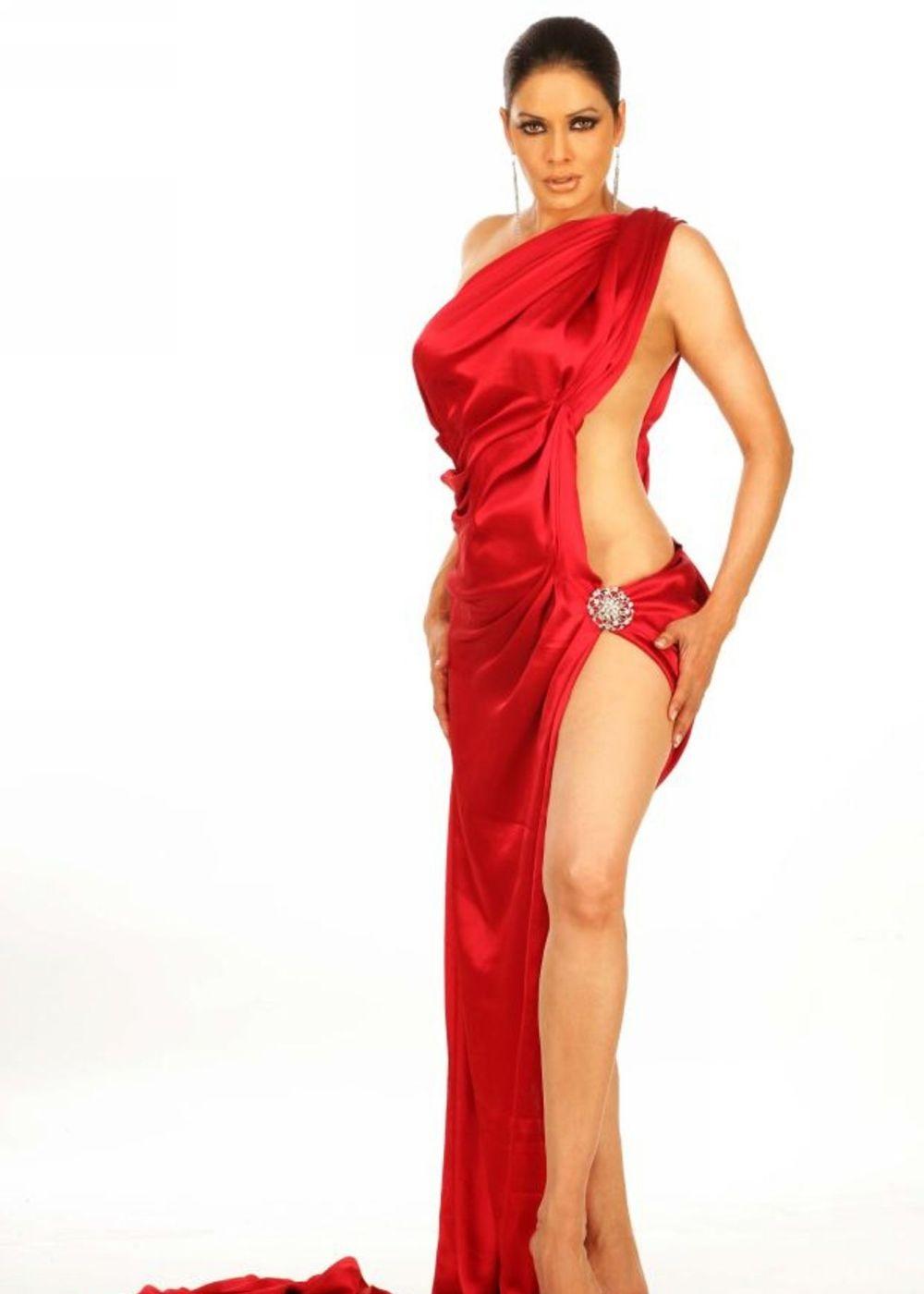 Poonam Jhawar hot in bikini