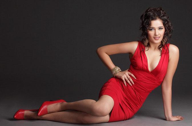 Sakshi Maggo sexy pics