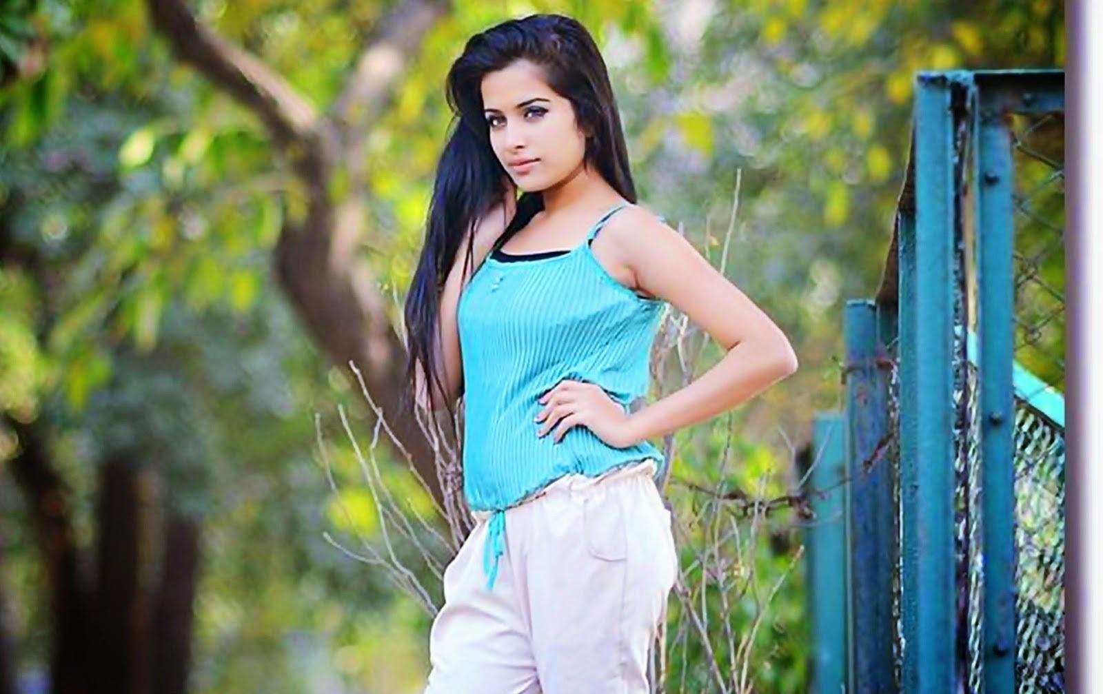 Sara Gurpal Hot Images, Photos And Wallpapers