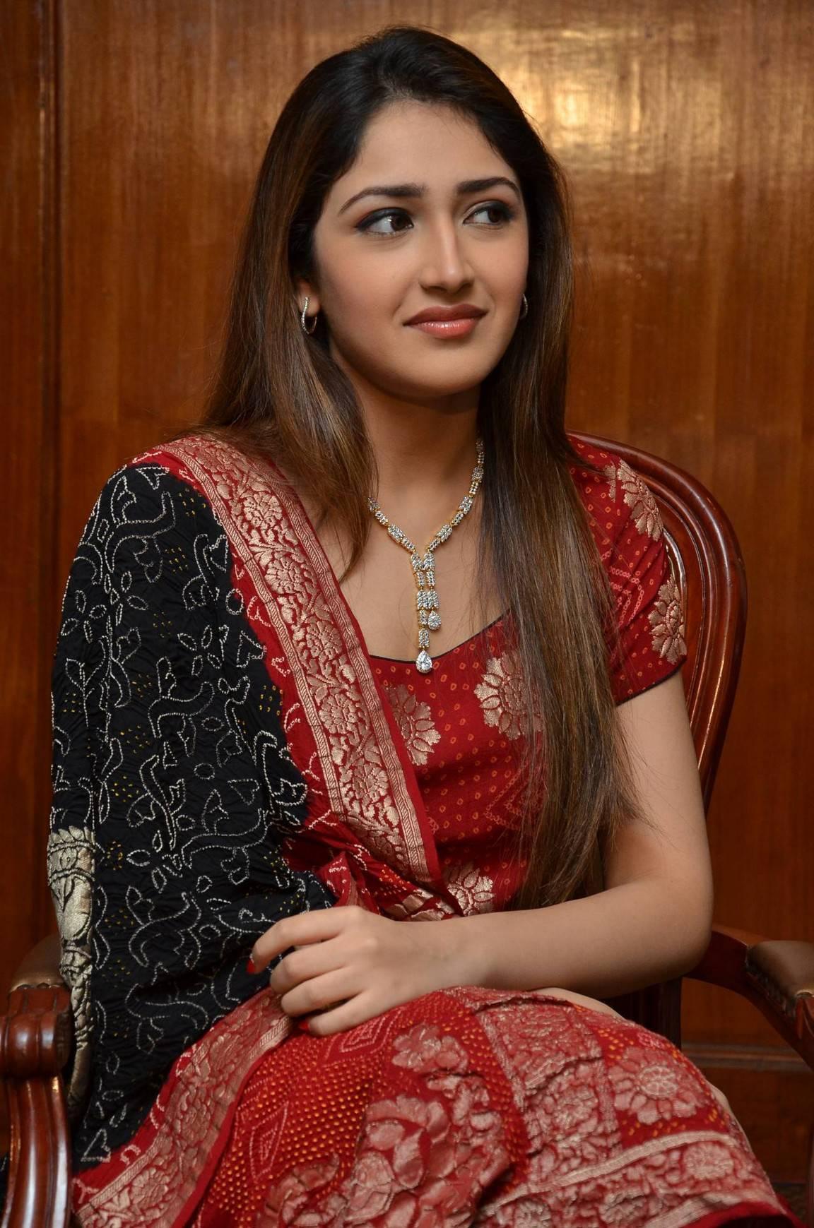 Sayesha Saigal hot photos in saree