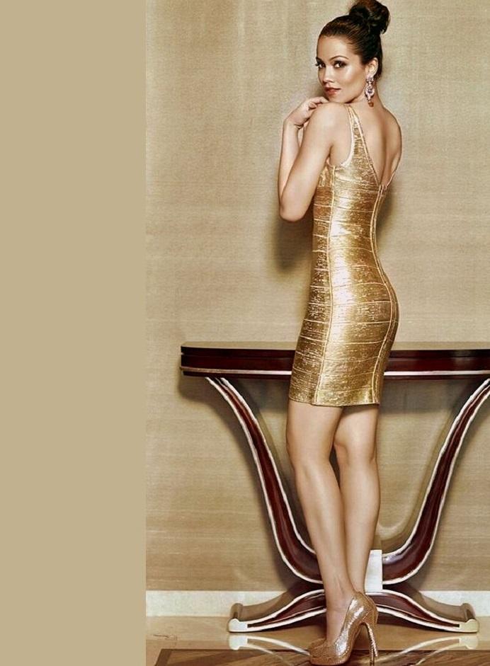 Waluscha De Sousa hot in backless dress