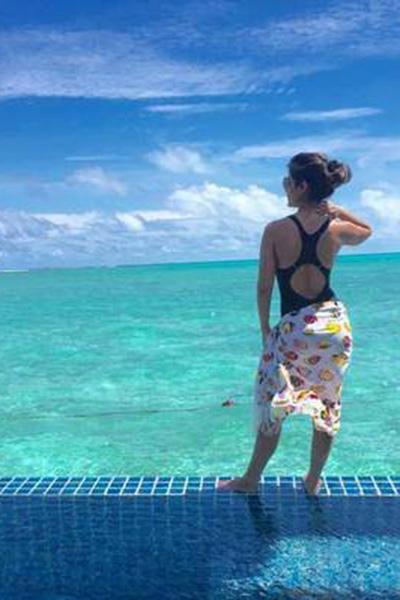 hina khan clicked in bikini at beach in maldives