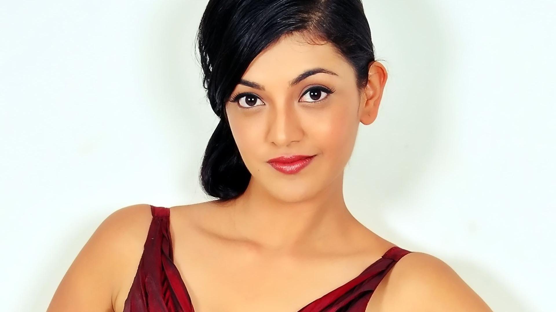 kajal agarwal hot pics in sexy dress