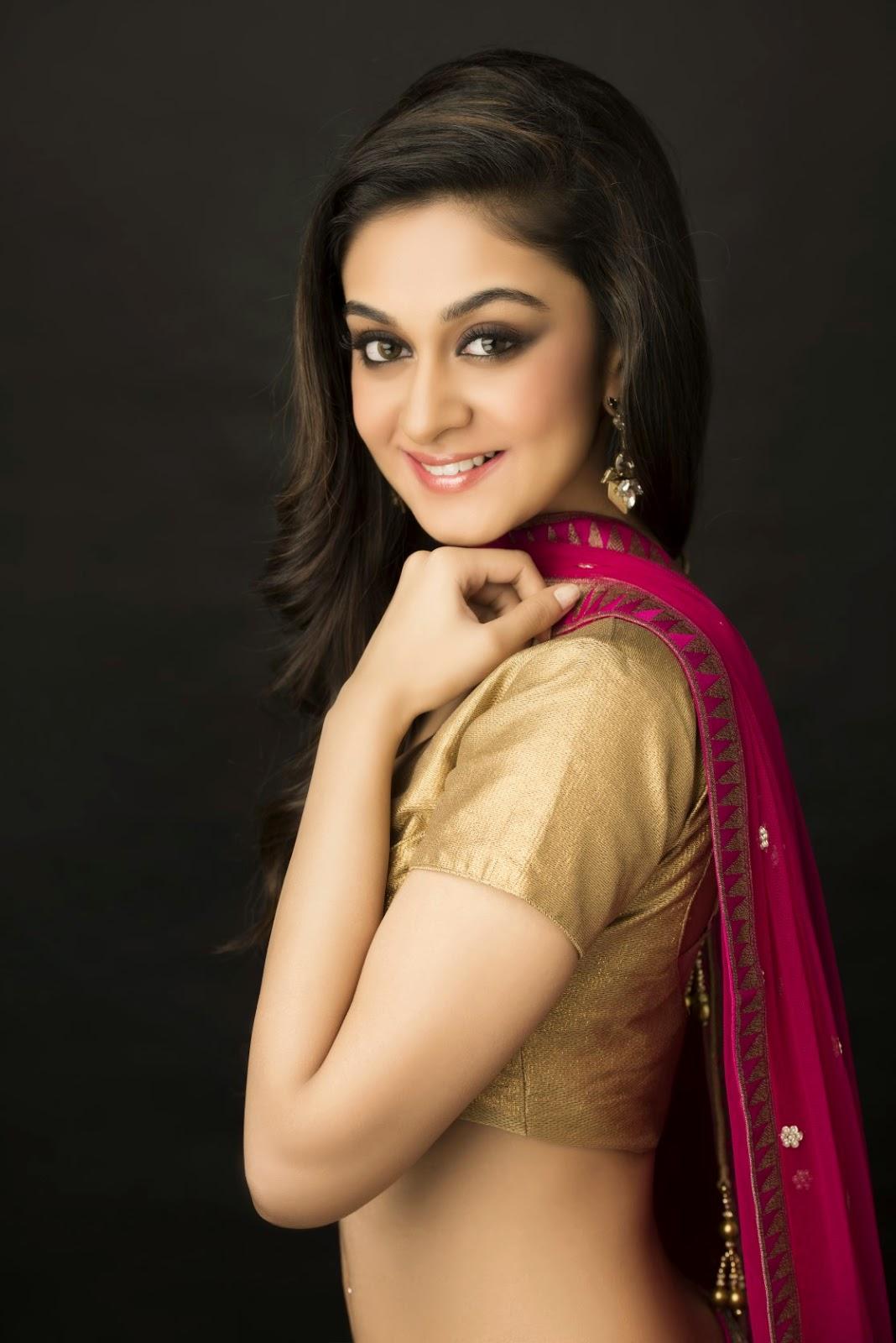 Aishwarya Arjun hot in saree