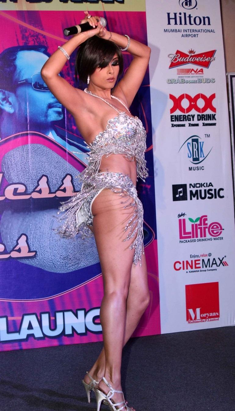 Aiysha Saagar hot in lingerie