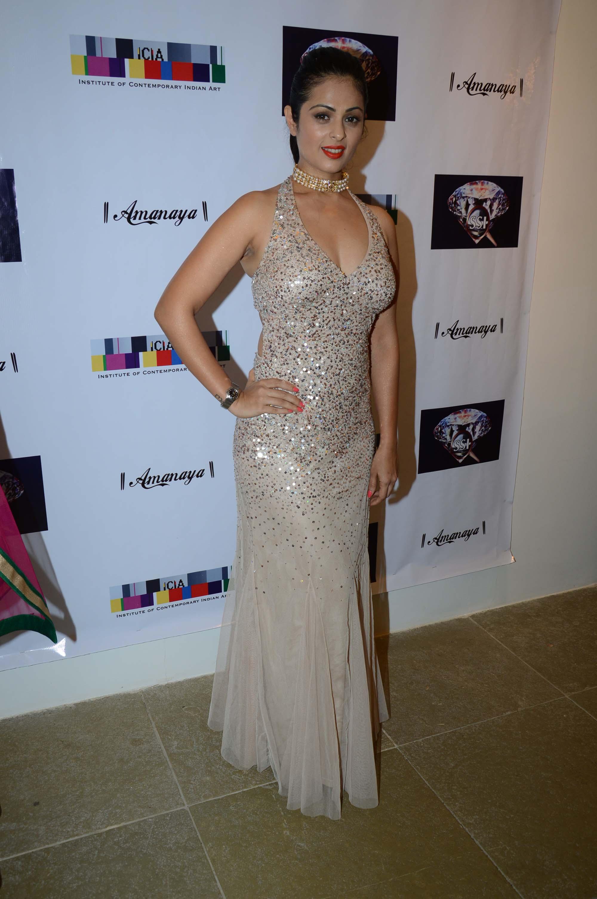 Anjana Sukhani sexy in hot dress