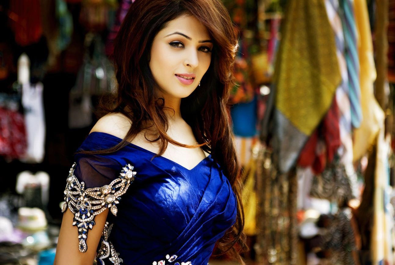 Anjana Sukhani Kiss