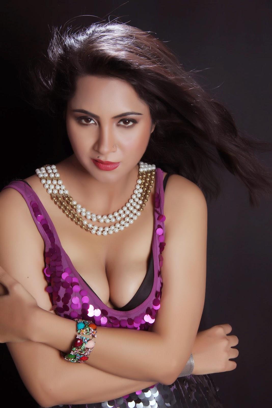 Arshi Khan hot photos