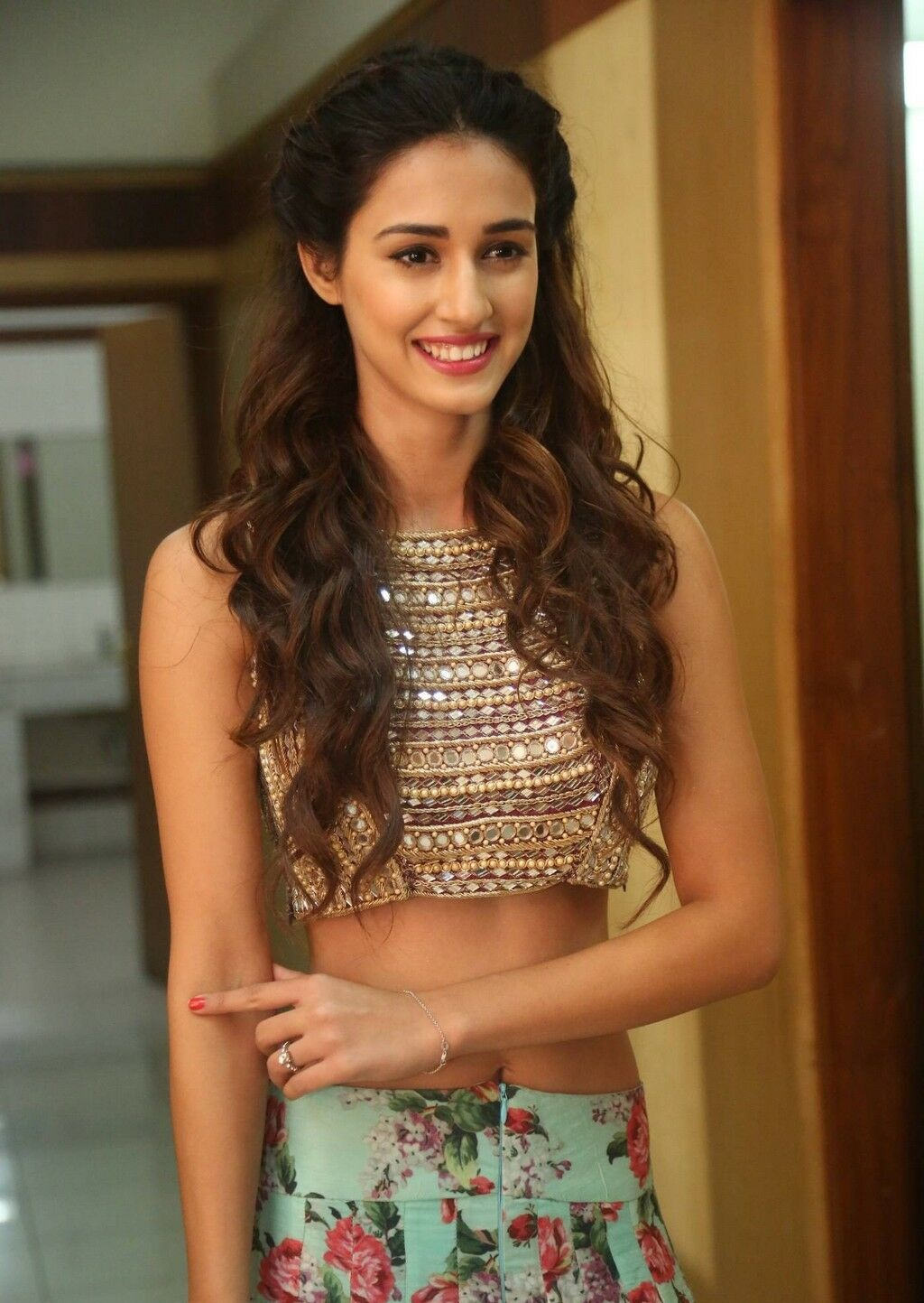 Disha Patani sexy pics in saree