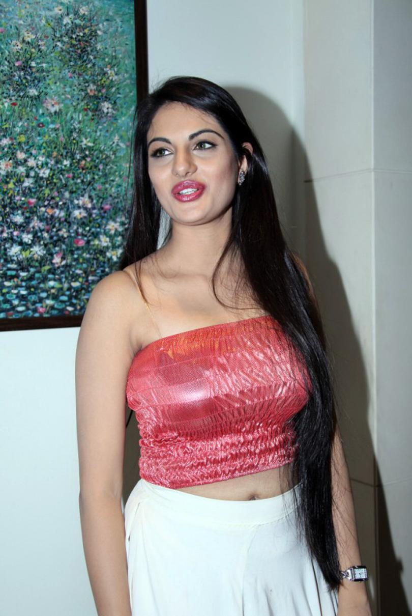 Jinal Pandya sexy images in saree