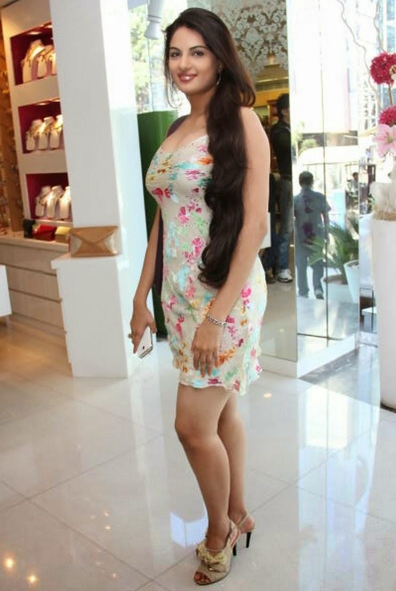 Jinal Pandya showing hot body in tights
