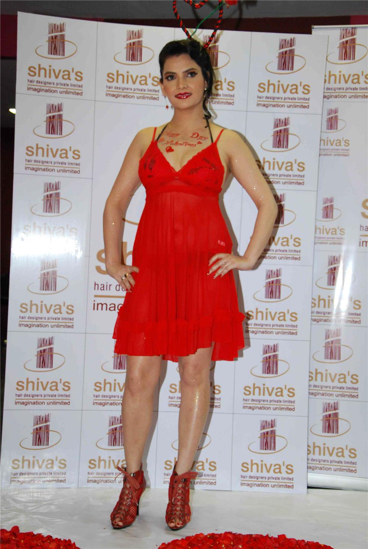 Madhavi Sharma hot kissing images