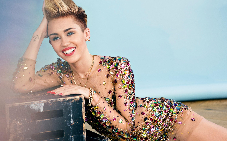 Miley Cyrus Naked Pics
