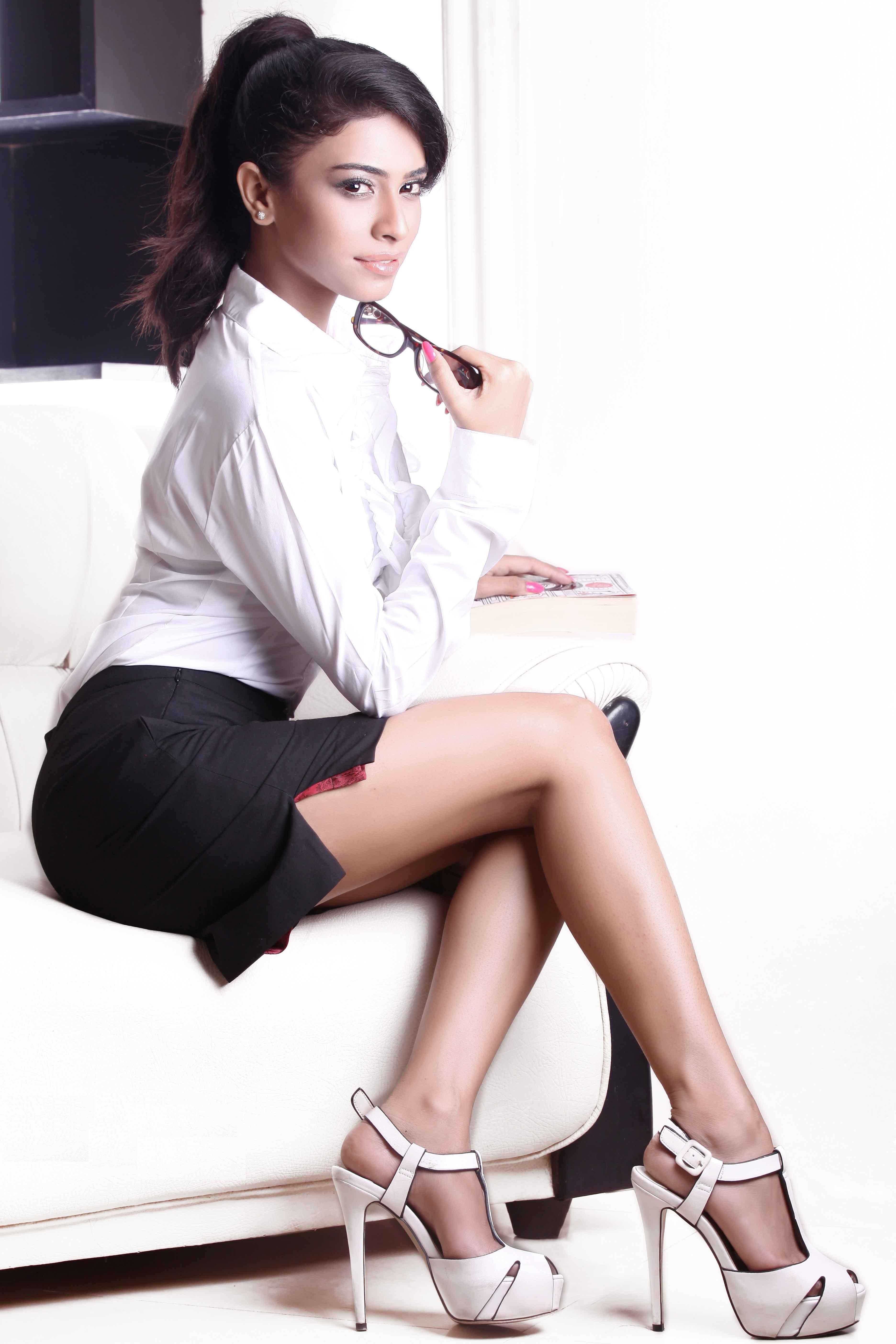 Rina Charaniya hot photos in lingerie