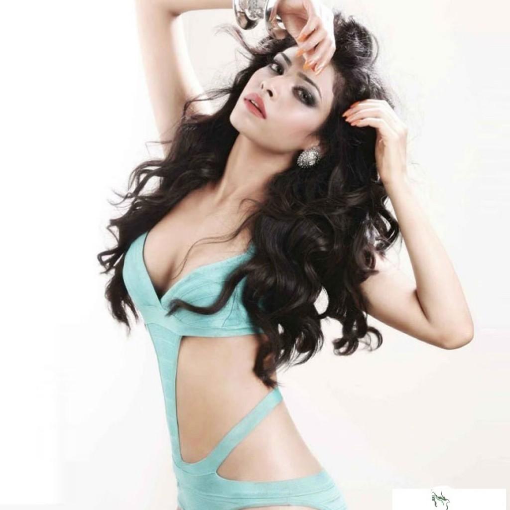 Rina Charaniya hot pics