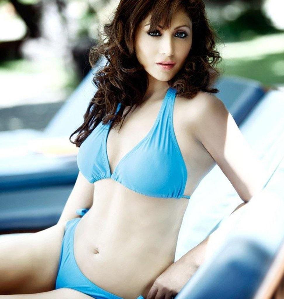 Shilpi Sharma hot and topless image