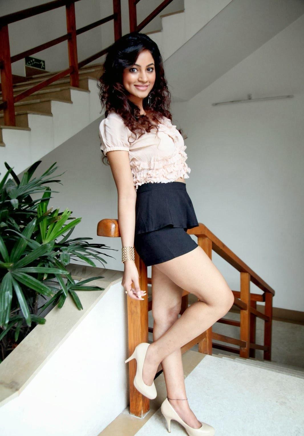 Shilpi Sharma hot poses