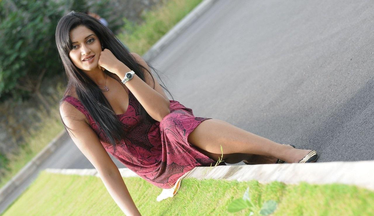 Vimala Raman hot and sexy pics